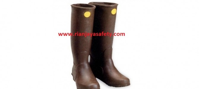 Yotsugi Sepatu Listrik (Rubber Insulating Boots)