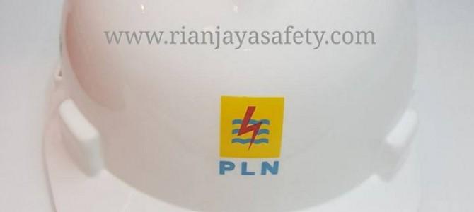 Terima cetak logo perusahaan pada helm safety / helm proyek di Balikpapan
