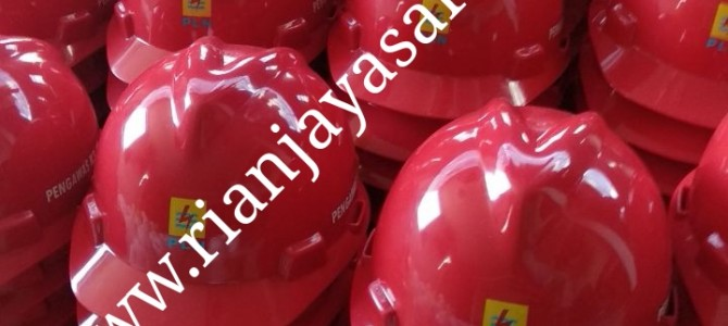 Terima cetak logo perusahaan pada helm safety / helm proyek di Surabaya