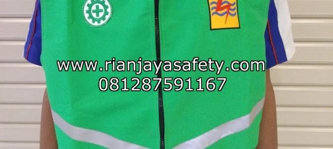 Pembautan jaket keselamatan kerja dengan logo perusahaan